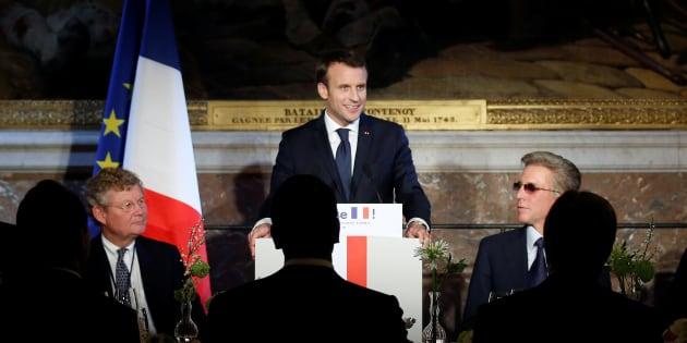 Macron à Versailles aux petits soins des patrons, une pathétique mascarade.