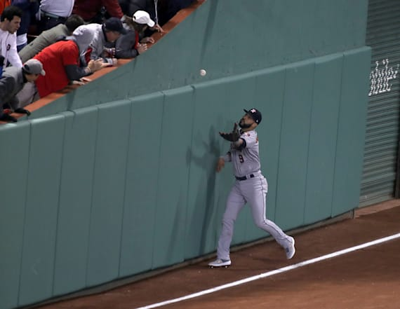 Wacky bounce helps Red Sox top Astros in ALCS Game 2