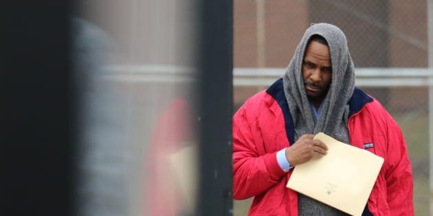 R. Kelly a été libéré de la prison du Comté de Cook, où se trouve Chicago, après avoir payé 160.000 dollars de pension alimentaire à son ancienne épouse.