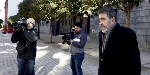 Miguel Ángel Morán, el abogado de la joven madrileña que denunció la violación múltiple, a su llegada a la Audiencia de Navarra.