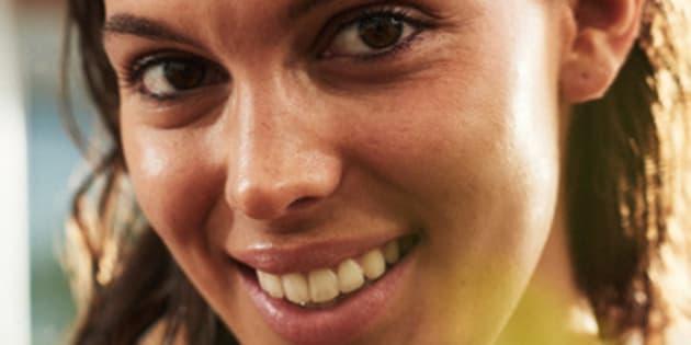 Iris Mittenaere, Miss France 2016, est la seule candidate à sourire sur les clichés.