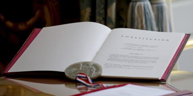 La France doit montrer l'exemple, et inscrire une charte numérique dans sa constitution.