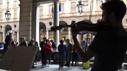 Linea dura di Appendino contro gli artisti di strada: sequestro degli strumenti in caso di