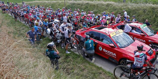 Tour de France 2018: la 16e étape interrompue après des jets de gaz lacrymogènes