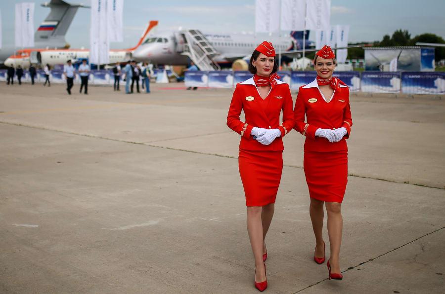 El rojo característico del comunismo lo llevan hoy las sobrecargos de Aeroflot, fundada un año después de la creación de la URSS. (Foto: Sergei Bobylev\TASS via Getty Images)