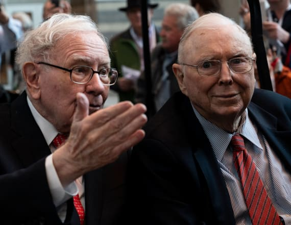 Berkshire Hathaway boosts its stake in Amazon to $1B