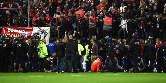 Une barrière s'est effondrée au stade de la Licorne lors du match Amiens-Lille le 30 septembre 2017.
