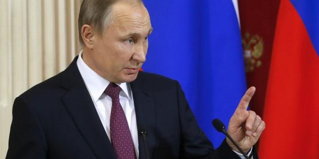 """Pour Vladimir Poutine - ici le 17 janvier - ceux qui diffusent les informations sur la sextape de Donald Trump sont """"pire que des prostituées"""""""