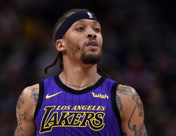 Uniform blunder sends Lakers' Beasley to locker room