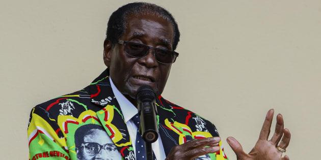 Robert Mugabe portait des costumes à son effigie, c'est ce qui arrive après 30 ans au pouvoir