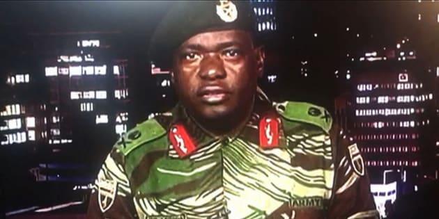 Le général Sibusiso Moyo, lors de son allocution télévisée le 15 novembre 2017.
