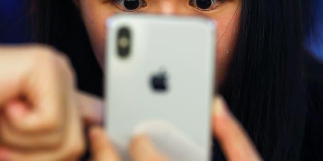 Una prueba el nuevo iPhone X en una Apple Store en Beijing, China, el 3 de noviembre de 2017.