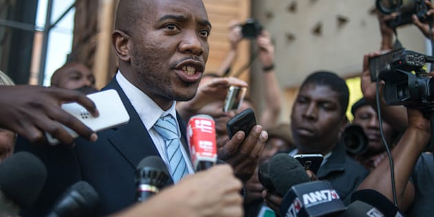 DA leader Mmusi Maimane addressing the media. A viable media helps promote political accountability.