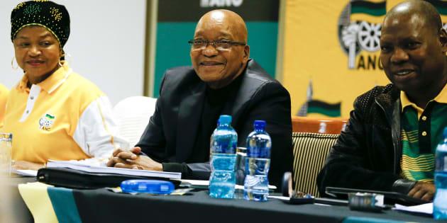 ANC Jacob Zuma (C), Parliament Speaker Baleka Mbete (L) and ANC Treasury General Zweli Mkhize. Photo: PHILL MAGAKOE/AFP/Getty Images)