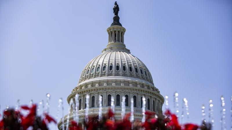 Senat verabschiedet 550-Milliarden-Dollar-Infrastrukturplan als Zweiparteienerfolg für Biden