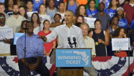 Barack Obama Deals With Hecklers In A Respectful, Un-Trumpian