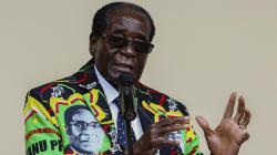Mugabe porte des costumes à son effigie, c'est ce qui arrive après 37 ans de