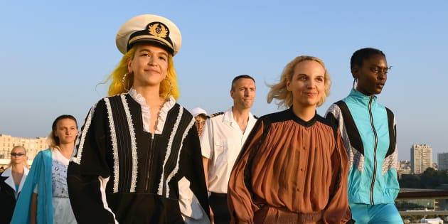 Les mannequins présentent la nouvelle collection de Koché aux côtés de la créatrice Christelle Kocher, ce mardi 19 juin, à Marseille.
