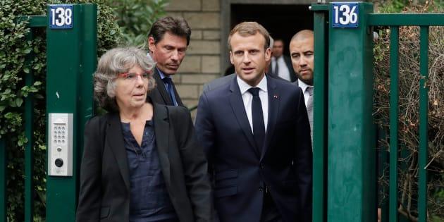 Emmanuel Macron sortant de chez Josette Audin, veuve de Maurice Audin, aux côtés de leur Michèle Audin jeudi 13 septembre à Bagnolet