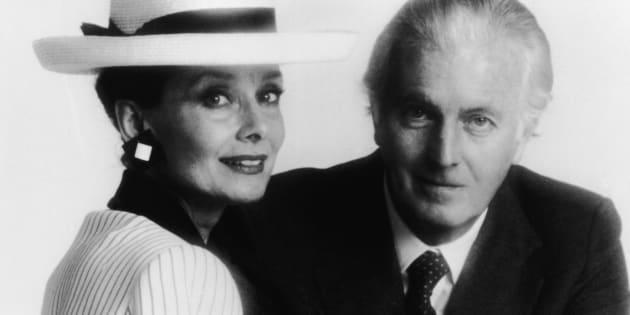 La actriz Audrey Hepburn junto al diseñador Hubert De Givenchy a mediados de los 80.