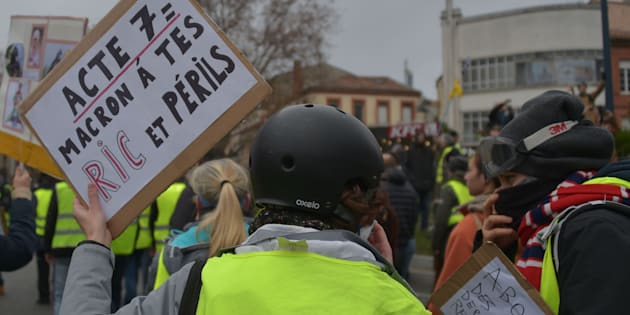 """""""Allons au bout de leur logique: si le peuple ne peut pas trancher les questions complexes –c'est-à-dire les plus importantes– il faut supprimer la démocratie."""""""