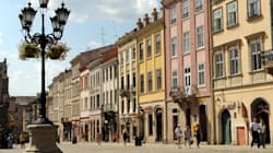 Narcisi, birra e tanta cultura: Leopoli invita a un'estate di festival in salsa ucraina. E in Italia una Domenica al