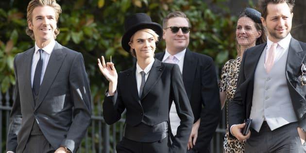 Cara Delevigne en haut-de-forme et queue-de-pie au mariage de la Princesse Eugénie d'York, a encore brillé par sa sens du goût.