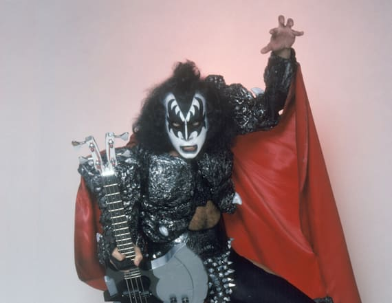 Gene Simmons rocks photo studio in full 'Demon' mode