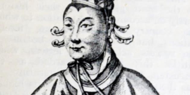 Habile politique, Wu Zetian renversa son mari et se maintint au pouvoir durant cinquante ans au crépuscule de la Dynastie des Tang (618 à 907 de notre ère).