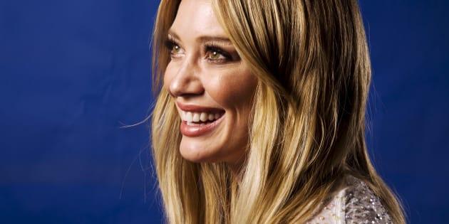 """Victime de """"bodyshaming"""", Hilary Duff appelle les femmes à aimer leurs imperfections"""