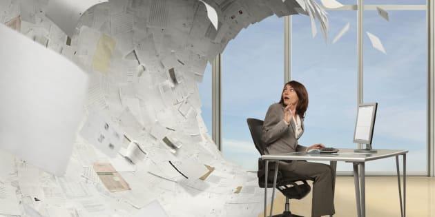 A burocracia e excesso de papelada minam a eficiência do setor público.