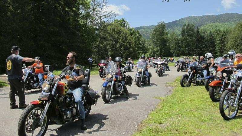Bikers mourn 7 motorcycle club members killed in single crash | Autoblog