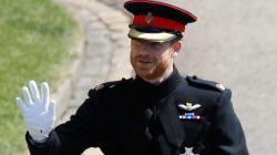Le prince Harry se marie en uniforme (mais avec la