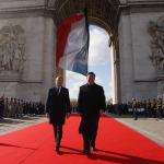 Macron si attovaglia con Xi: maxi-commessa da 30 miliardi per 300 Airbus e 13 intese commerciali, la Cina non è più un