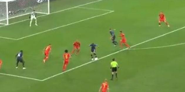 Ce geste technique génial de Mbappé pour Giroud aurait mérité une fin heureuse.