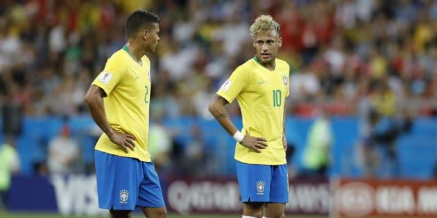Neymar y Thiago Silva durante el partido frente a Suiza en la Arena de Rostov.