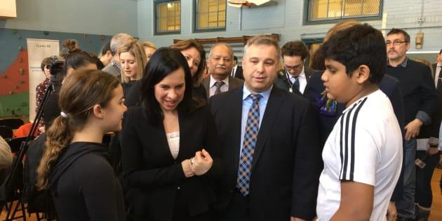 L'annonce du gouvernement a eu lieu à l'école Iona, dans l'arrondissement montréalais de Côte-des-Neiges-Notre-Dame-de-Grâce.