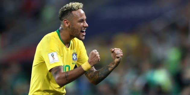 Comemora, Neymar! Camisa 10 está voando na Copa e quebrando recordes.