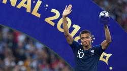 Mbappé iguala Pelé e é premiado pela Fifa; Modric é eleito craque da Copa da