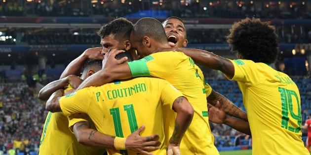 Seleção comemora vitória e classificação para as oitavas de final da Copa do Mundo.