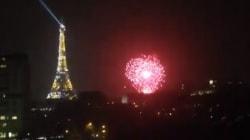 De nombreux Parisiens troublés par ce feu d'artifice près de la tour Eiffel, un dimanche soir à