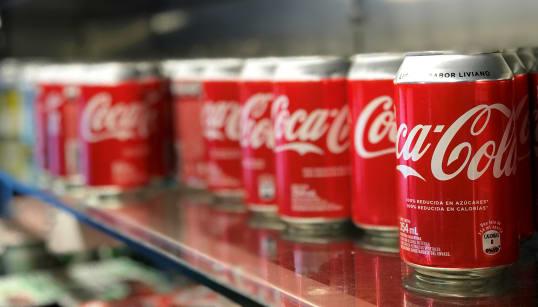 Arriva la Coke-tax. Lega e M5s vogliono una tassa sulle bibite. E già si litiga su chi potrà spendere il