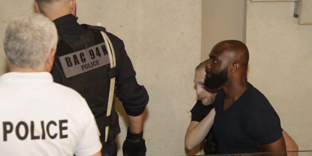 Kaaris à la sortie du tribunal de Créteil dans la soirée du vendredi 3 au samedi 4 août.