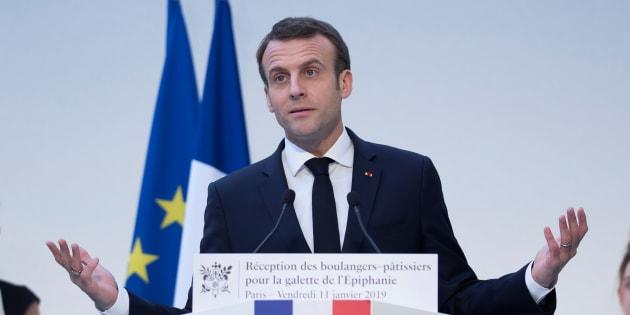Emmanuel Macron, ici lors d'une réception à l'Élysée pour l'épiphanie, a publié sa lettre aux Français qui lance le grand débat.