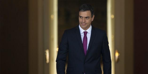 El presidente del Gobierno, Pedro Sanchez, en el palacio de La Moncloa antes de recibir a la presidenta de Andalucía, Susana Diaz.