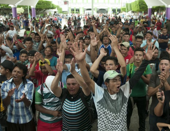 Migrant caravan re-forms in Mexico