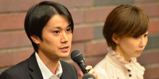 判決を受けて記者の取材に応じる増田太輝被告(左)=9月27日、大阪弁護士会館