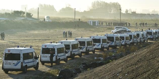 """Une mission d'inspection reconnaît de """"plausibles"""" abus chez les forces de l'ordre à Calais"""