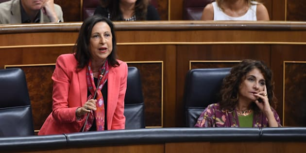 La ministra de Defensa, Margarita Robles, interviene en el Congreso junto a la ministra de Hacienda, María Jesús Montero.