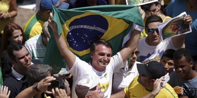 """Bolsonaro a favor do fim das reservas: """"Onde tem uma terra indígena, tem uma riqueza embaixo dela. Temos que mudar isso daí""""."""